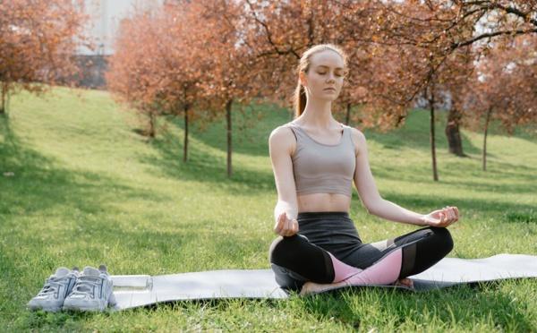 La méditation gagne du terrain chez les jeunes