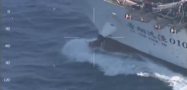 Les gardes-côtes argentins coulent un navire de pêche chinois
