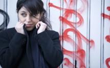 Eva Marchal chante Au bout du couloir pour protéger les femmes