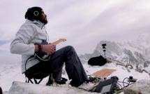 Kwoon donne un concert à 3900 mètres au sommet de l'Aiguille du Triolet