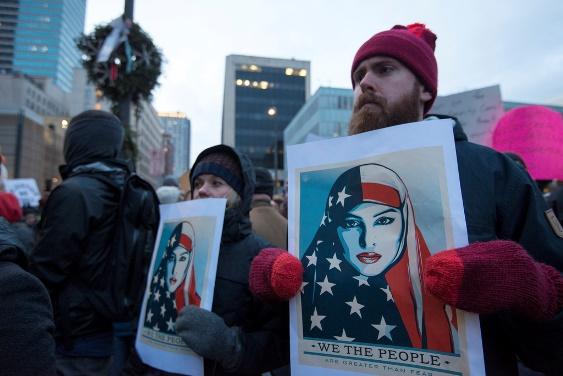 Lors d'une manifestation contre le « muslim ban » de Donald Trump en janvier 2017. CC Fibonacci Blue.